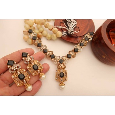 Necklace set with Stones
