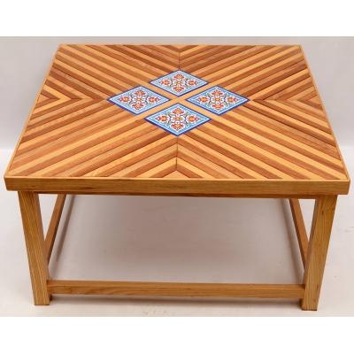 Table with lining Pattern
